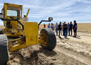 Agricultores y alcaldes agradecen la rapidez de la Diputación para controlar los topillos en La Moraña
