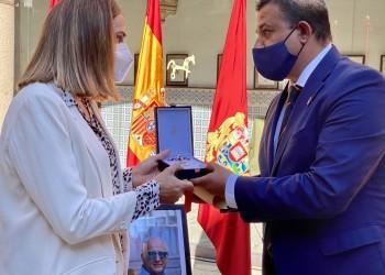 Félix Burgos recibe la Medalla de Plata de la Provincia a título póstumo (2º Fotografía)