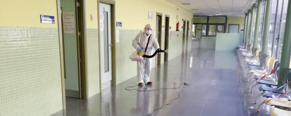Los 18 centros de salud del medio rural abulense, tratados con viricida por los equipos de la Diputación