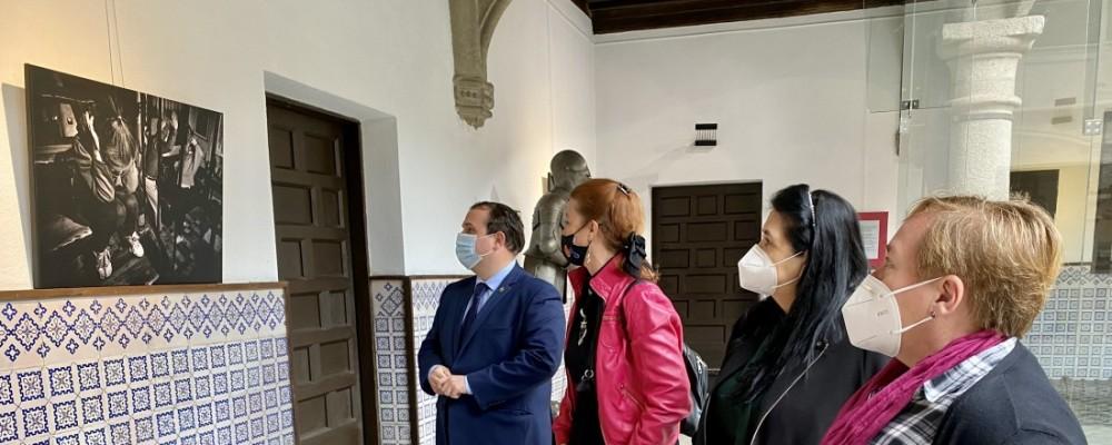 14 fotos y siete sonetos por la Igualdad se exponen en la sede de la Diputación