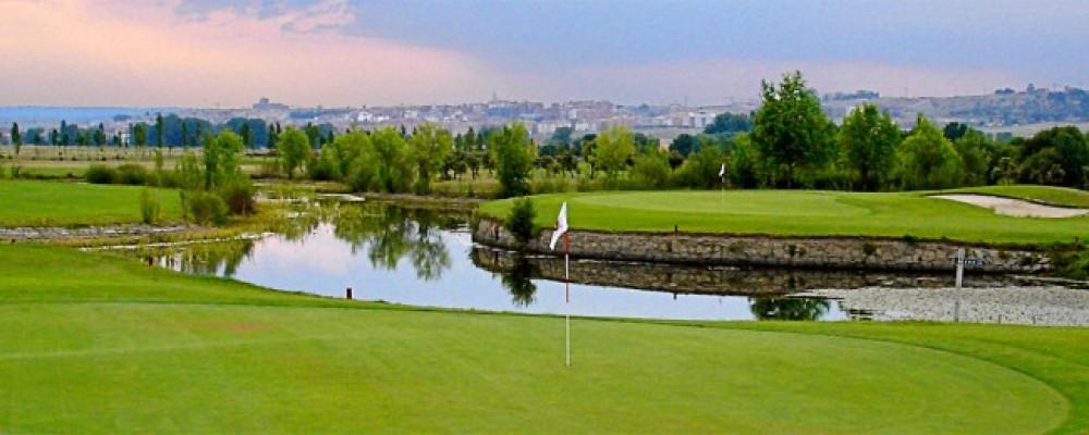La Diputación ofrece cursos de iniciación al golf en Naturávila entre abril y julio