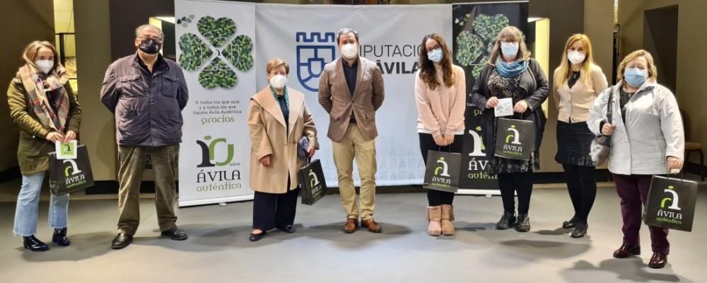 Los ganadores del sorteo 'Auténticos productos de Ávila' recogen sus premios en el Torreón de los Guzmanes