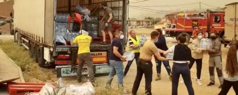 La Diputación distribuye los primeros 30.000 litros de agua embotellada entre los municipios afectados por el fuego