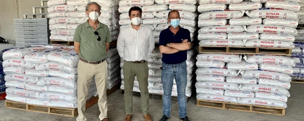 Tres cooperativas donan 33,6 toneladas de pienso para el ganado afectado por el incendio de Navalacruz