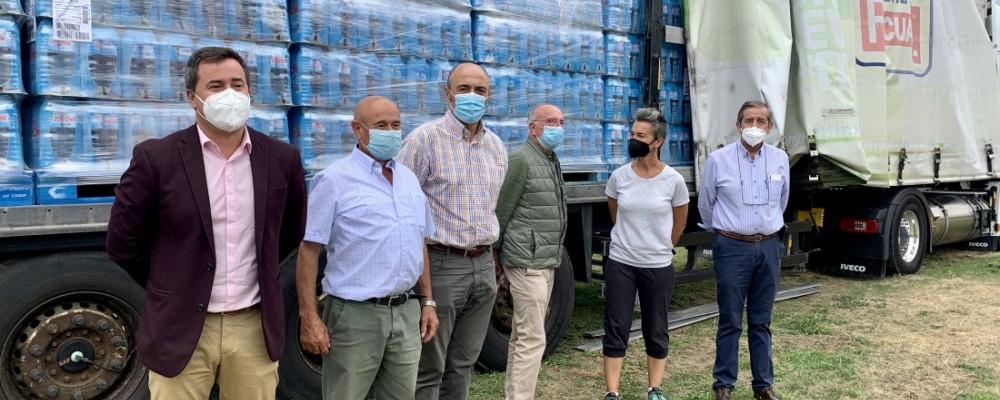 """Martín agradece las donaciones de agua embotellada, que """"complementan la constante labor de la Diputación"""""""