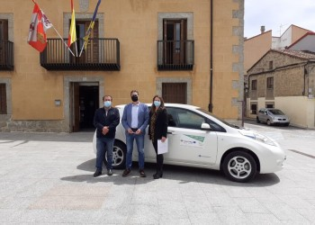 La Diputación continúa la promoción de la movilidad eléctrica con el préstamo del vehículo a Cebreros (2º Fotografía)