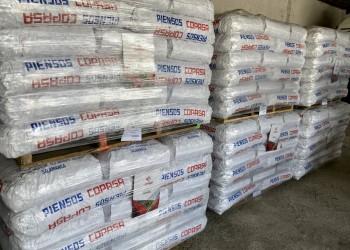Tres cooperativas donan 33,6 toneladas de pienso para el ganado afectado por el incendio de Navalacruz (2º Fotografía)