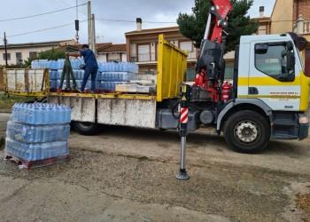 """Martín agradece las donaciones de agua embotellada, que """"complementan la constante labor de la Diputación"""" (2º Fotografía)"""