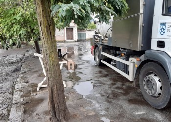 La Diputación actúa en Riatas para limpiar el agua y los arrastres ocasionados por las lluvias (3º Fotografía)