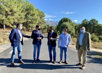 El presidente visita las obras de mejora de la AV-P-717 de acceso a El Raso (2º Fotografía)
